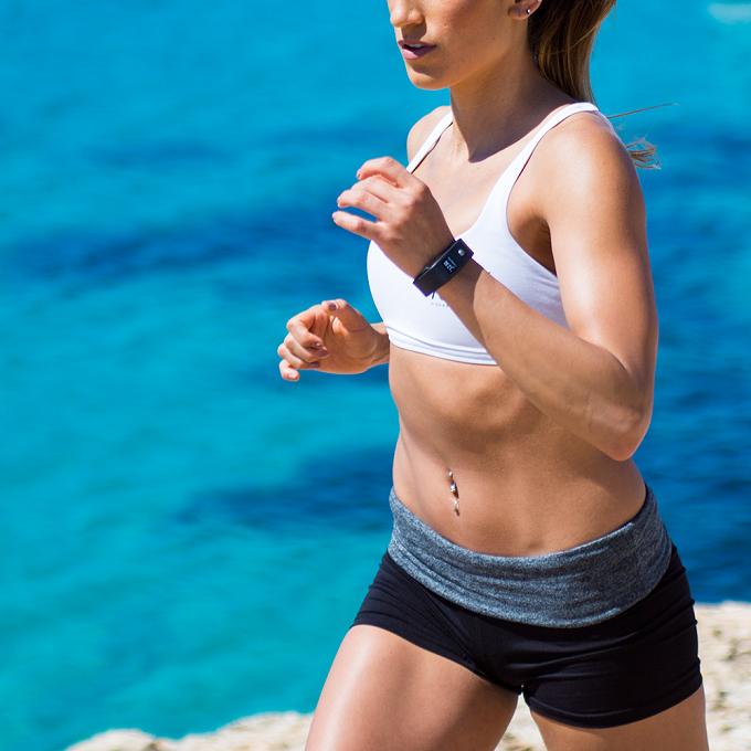 Runtastic Orbit, le bracelet d'activité qui nage, court et dort avec vous