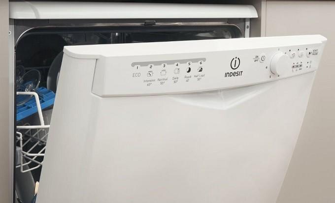 indesit dfp 27b 96 z le lave vaisselle qui va plaire aux jeunes parents. Black Bedroom Furniture Sets. Home Design Ideas