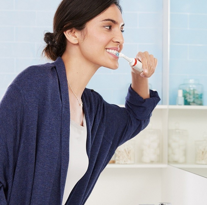Oral-B Smart Series 6100S, la brosse à dents sensitive et connectée