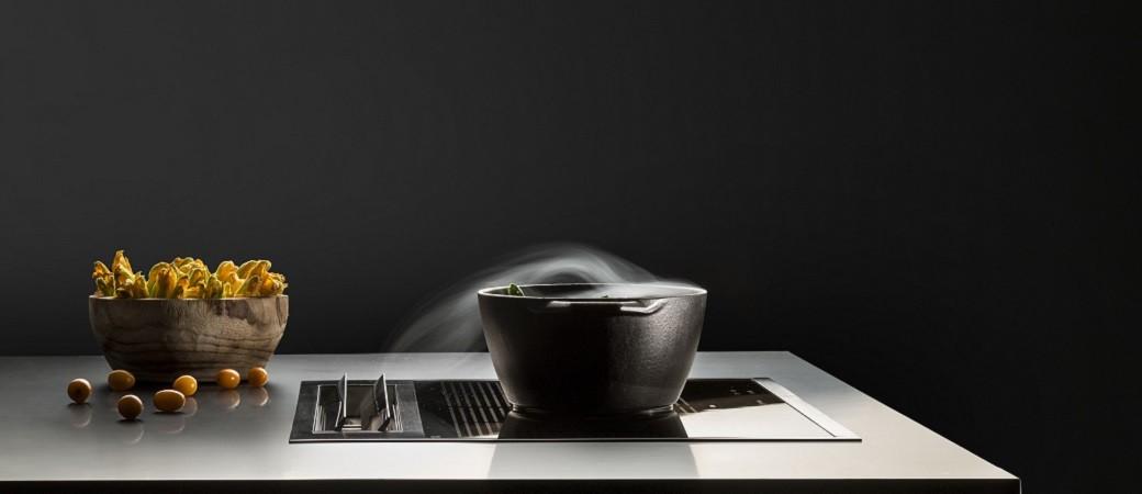 Falmec Sintesi, la table avec hotte d'aspiration italienne