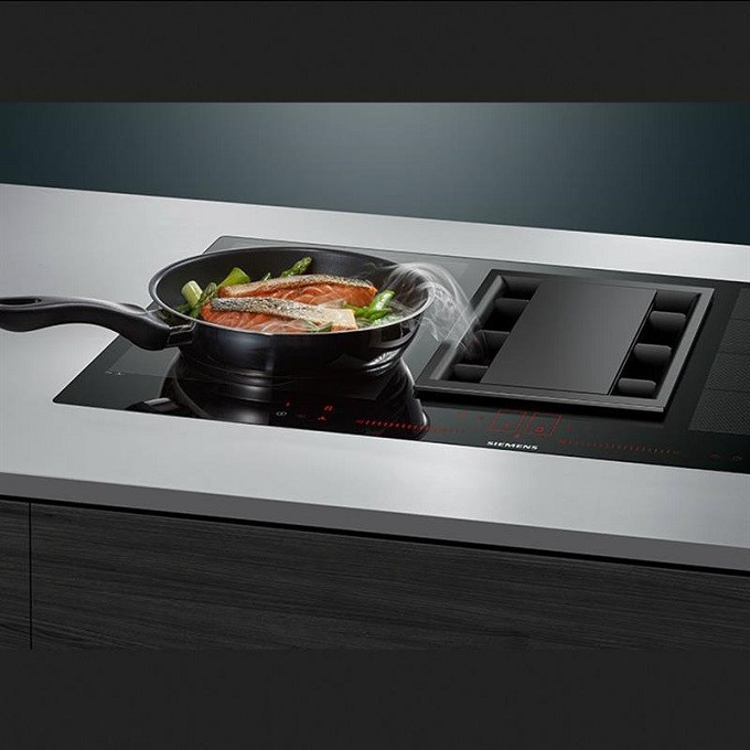 Siemens EX875LX34E, la table inductionAir avec hotte centrale