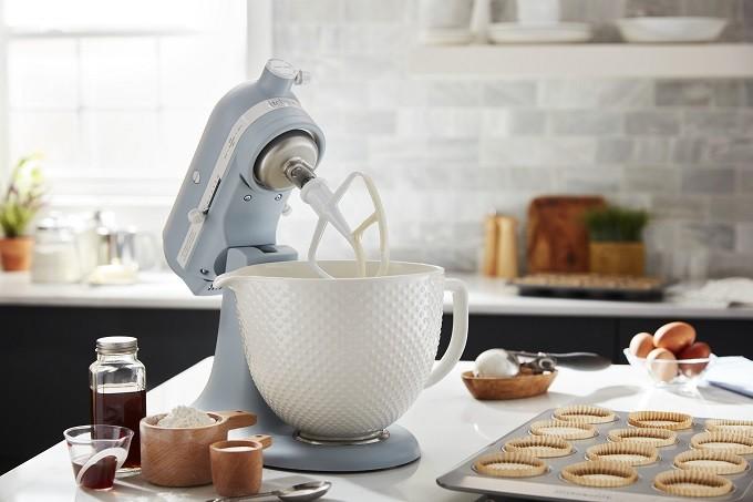 Pour ses 100 ans, kitchenAid lance le robot Héritage en mode vintage