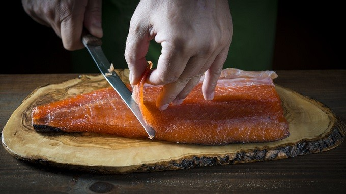 Comment choisir son saumon fumé, pour que la qualité prime sur la quantité