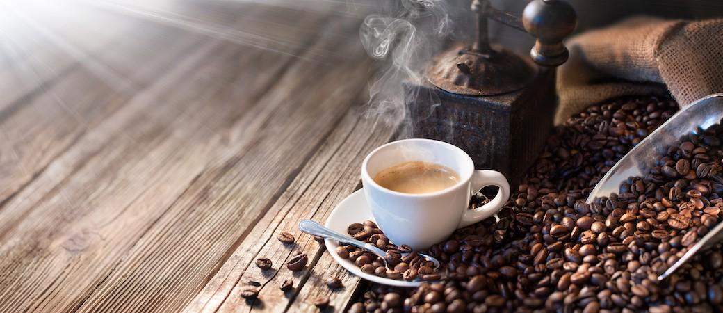 Machine à café automatique : pourquoi et comment choisir le robot broyeur ?