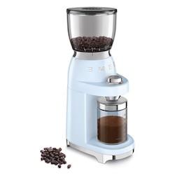 Smeg CGF01, un broyeur à café sacrément looké