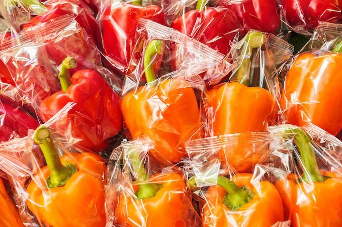 Vers la fin des emballages plastiques autour des fruits et légumes frais